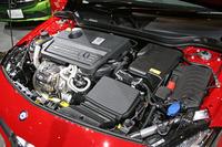 「AMG A45 4MATIC」の2リッター直4ターボエンジン(381ps、48.4kgm)。