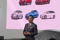 プレゼンテーションを行った、本田技研工業の八郷隆弘代表取締役社長。「今後も、二輪、四輪ともにホンダの強みであるグローバルモデルのラインナップを強化していく」と語った。