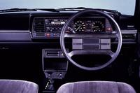 1984年「日産フォルクスワーゲン・サンタナ」(M30型)。ウィンカーレバーは、右ハンドルにもかかわらず、左側に付いていた。