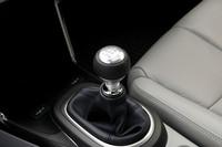 マニュアルトランスミッションが選べるのも「CR-Z」の大きな特徴。「スッと動きカチッと納まるフィーリング」をウリとする。