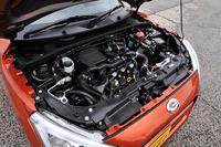 先代の直4から直3へと変更になった660ccのエンジンは64psと9.4kgmを発生する。