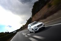 安全性に腐心するボルボらしく、新型「XC90」には強度の高いボロン鋼を使用した「セーフティケージ」や、車両が道路外に飛び出したと判断すると、運転席と助手席のシートベルトを強く巻き上げて乗員を保護する「ランオフ・ロード・プロテクション」など、ここでは紹介しきれないほどの独自技術が採用されている。