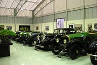 館内に並ぶロールス・ロイスやベントレー。ヴィンティッジ・モデルが多いが、戦後型のエポックメイキングなモデルも展示されている。
