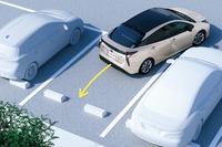 """「プリウスS""""セーフティープラス""""/S""""セーフティープラス ツートーン""""」は、駐車支援機能の「シンプルインテリジェントパーキングアシスト」を標準装備する。"""