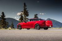 外装では専用デザインのフロントバンパーやボンネット、サイドシルスポイラー、トランクスポイラーなどが「XJR」の特徴。