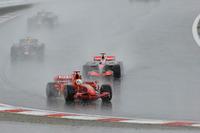 ほんの数分で、ごらんのような大洪水。多くのマシンがコースアウトし、レースは赤旗中断に。