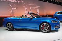 オープントップモデルの「アウディS5カブリオレ」。写真は欧州仕様車。