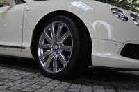 試乗車にはオプションの21インチホイール(75万3500円)と275/35ZR21サイズのタイヤが装着されていた。