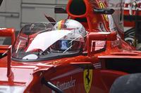 ドライバーを守ることを目的としたコックピット前の「シールド」が、今回試験的にセバスチャン・ベッテルのフェラーリに装着された。ベッテルの評価は芳しくないものだったが、昨年の「Halo(ヘイロー)」に続き、安全性向上のための試行錯誤が繰り返されている。(Photo=Ferrari)