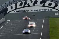 変わりやすい天気の中、GT500の決勝がスタート。この後も、レースの行方は天候に左右されることとなった。
