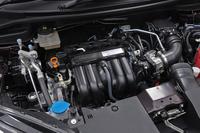 パワーユニットは基本的に「フィット」のものと共通。ハイブリッド車には1.5リッターエンジンと、7段デュアルクラッチ式AT内にモーターを組み込んだ「i-DCD」と呼ばれるシステムが搭載される。