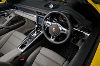 インテリアは基本的に「911ターボ」と共通。テスト車にはオプションの「2トーンレザーインテリア」が採用されていた。
