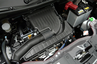 「DJE」と名のつくグレードに搭載される、1.2リッター直4の「デュアルジェットエンジン」。