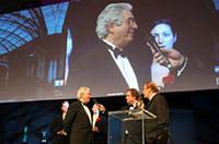 50年のキャリアを積む20世紀を代表するデザイナーのジウジアーロに「デザイン賞」が贈られた。