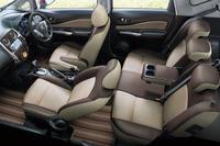 「ブランナチュール インテリア」の車内。各部がブラウンやベージュでコーディネートされている。