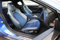 ロボタイズドMT搭載モデルにはアルカンターラシートが装着される。