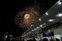 レース後は鈴鹿名物の花火が打ち上げられ、熱戦のフィナーレに華を添えた。