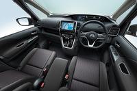 運転席まわりは、Aピラーを細め、メータークラスターを薄くすることで広い視野を確保している。