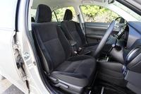「ハイブリッドG」のシート表皮には、同グレード専用のベロア調トリコットを採用。前席にはシートヒーターが用意される。