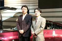湯川氏(左)と加藤氏(右)は、開発の途上で対立し2か月間口をきかなかったこともある、と話していた。今は、仲がよさそう。