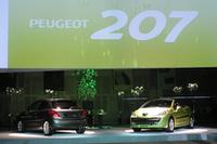 発表会場では、今後導入が予定される上級グレード「GTi」に加え、先日のジュネーブショーで公開されたばかりの「207CC」も展示されていた。「CC」は夏前に上陸予定。「GTi」は未定だという。