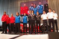 発表会に臨む、GT500クラス4チームの監督およびドライバー。