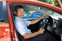新型「オーリス」の開発を取りまとめた藤田さんは、「カローラ」シリーズの開発責任者でもある。写真は2012年9月、「オーリス」の試乗会でのもの。