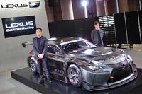 会場では、開発ドライバーの飯田 章と立川祐路が登壇。アンベールに臨んだ。