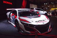 メインステージに展示された「NSX GT3」。モデューロ・ドラゴ・コルセがこのマシンで2018年シーズンのGT300クラスに参戦することを発表している。
