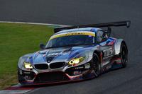 """GT300クラスを制したNo.60 TWS LM Corsa BMW Z4。BMWの""""セミワークスチーム""""No.7 Studie BMW Z4は3位でレースを終えた。"""