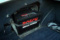 バッテリーは本当は輸入車用希望だったが、国産用最大級の奴が。ランクル用なんだって。