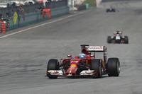 最初の2戦をフェラーリはパッとしないまま終えた。フェルナンド・アロンソ(写真)は予選4位、決勝ではニコ・ヒュルケンベルグを終盤に抜いたが4位がやっと。レース後「競争力がない」と今季型「F14 T」へのフラストレーションをあらわにした。チームメイトのキミ・ライコネンは予選6位、レースではケビン・マグヌッセンとの接触でタイヤがパンク、後方からの追い上げで結果12位完走。(Photo=Ferrari)