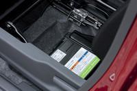 助手席下の床面には、電気を効率的に貯蔵・使用するためのリチウムイオンバッテリーが配備される。