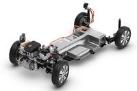 リチウムイオンバッテリーは床下に收まっている。総重量は230kg。最大容量は18.7kWhで、最長160kmを走行することができる。