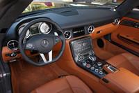 インテリアデザインは「SLS AMG(クーペ)」と共通。