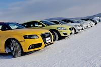 北海道のテストコースには「アイスガード ファイブ」を装着したFF、FR、4WDのテスト車がそろえられた。