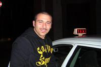 イタリア。ボルボでタクシーを営むドライバー。