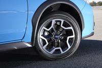 新デザインとなったガソリン車の17インチアルミホイール。