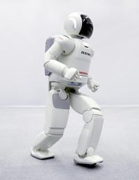 2010年に誕生10周年を迎えた「ASIMO」。ホンダが生み出した二足歩行人間型ロボットとして、いまやホンダのイメージキャラクターといえるほどよく知られた存在だ。(写真は2005年)