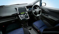 「1.8S」はダークグレー内装にブラック/ダークブルーのシート(写真)と、グレージュ内装にグレージュ/ダークブルーのシートが選べる。