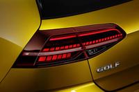 フルLED式のリアコンビランプ。上級グレードには、光が車体側方に流れるように見えるウインカー「ダイナミックインジケーター」が与えられる。