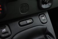 デフロック機構「ELD(Electronic Locking Differential)」の操作スイッチがセンターパネルに備わる。4WD仕様ならではの装備。