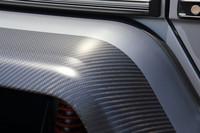 大きく張り出した「G550 4×4²」のオーバーフェンダー。4枚ともドライカーボン製となっている。