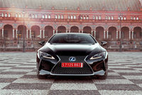 デザインについては、2012年のデトロイトショーで発表されたコンセプトカー「レクサスLF-LC」のそれが色濃く投影されている。
