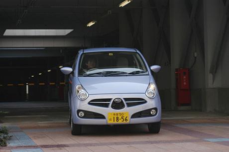 スバルR2(CVT)……86.0〜140.0万円なつかしい名前を、斬新なデザインのニューモデルに与えたスバルの新型...