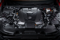 475psと54.0kgm(530Nm)を生み出す5リッターV8自然吸気エンジン。