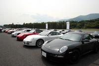 911から、ケイマン、ボクスター、カイエン、GT2、GT3にいたるまで、あらゆるポルシェ車が勢ぞろい。