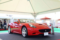 パドックでお披露目された「フェラーリ・カリフォルニア」。
