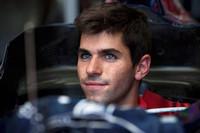 トロロッソは、セバスチャン・ブルデーを更迭し、ハイメ・アルグエルスアリをデビューさせた。1990年3月23日生まれ、19歳のスペイン人は史上最年少で出走したドライバーとして記録された。初陣は落ち着いたドライビングで予選19位から15位完走。チームメイトのセバスチャン・ブエミ(こちらもルーキー)の前でゴールした。 (写真=Toro Rosso)