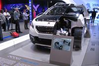 「プジョー2008 Hybrid Air」のカットモデル。